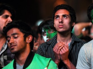 pakistan-fans-afp-disappointed-640x480