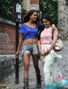 Kangana-Ranaut-in-Queen-Hindi-Movie-New-HQ-Photos-11