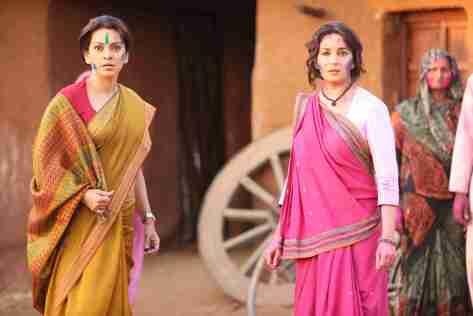 madhuri-dixit-and-juhi-chawla-in-gulaab-gang-21