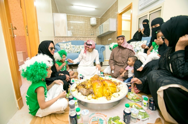 HRH-having-lunch-with-one-of-the-recipient-families-on-Saudi-National-Day-Sept-2014-E_0